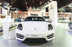 BANGUECOQUE - 3 DE ABRIL: Porsche Cayman 2015 na mostra da fase em Banguecoque, Tailândia Imagem de Stock