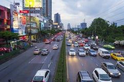 BANGUECOQUE - 2 de agosto de 2014, cena da rua de Tailândia Banguecoque com Heav Fotografia de Stock