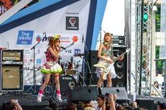 BANGUECOQUE - 30 DE AGOSTO: Tanaka Reina (líder de Vocals) e Miyazawa Foto de Stock