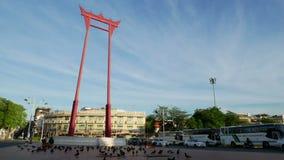 BANGUECOQUE - 16 DE JULHO: Opinião de Timelapse do marco do balanço gigante de Banguecoque o 16 de julho de 2016 em Banguecoque,  vídeos de arquivo