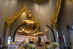 BANGUECOQUE - 24 de maio: A Buda dourada no templo nomeia Wat Traimitr e Fotos de Stock