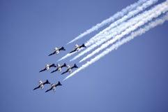 A equipe acrobática do jato de Breitling da equipe executa Imagem de Stock Royalty Free