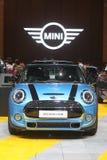 Banguecoque - 31 de março: Mini portal 3-Door no carro azul na 37th exposição automóvel internacional 2016 de Banguecoque Tailând Imagem de Stock