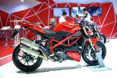 BANGUECOQUE - 24 DE MARÇO: Velomotor do Superbike de Ducati Foto de Stock