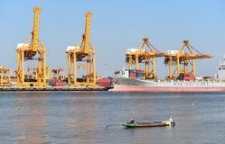 BANGUECOQUE, fevereiro 26,2015: Autoridade portuária de Tailândia fotos de stock royalty free