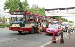 Banguecoque-Tailândia: Ônibus livre do ar livre Imagens de Stock