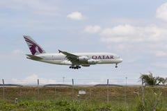 BANGUECOQUE TAILÂNDIA - AGOSTO 22,2015: Airbus um 380 do airlin de qatar Fotos de Stock