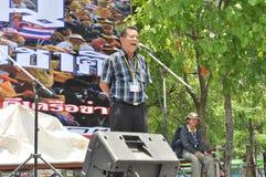 Banguecoque/Tailândia - 08 05 2013: As camisas do amarelo do exército de povos aka obstruem e ocupam Lumphini Foto de Stock Royalty Free