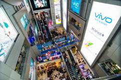 Banguecoque, Tailândia: Centro do shopping de MBK para dentro Imagens de Stock Royalty Free