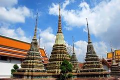 Banguecoque, Tailândia: Chedis em Wat Po Imagem de Stock Royalty Free