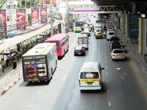 Banguecoque-Tailândia: Condições flexíveis do tráfego em seis stre da pista Imagens de Stock
