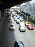 Banguecoque-Tailândia: Condições flexíveis do tráfego em seis stre da pista Fotos de Stock