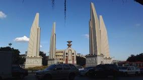 BANGUECOQUE, TAILÂNDIA - 25 DE DEZEMBRO DE 2016: histórico do monumento da constituição em Banguecoque filme