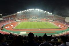 Banguecoque, Tailândia - 8 de dezembro de 2016: Suportes não identificados no estádio de futebol nacional de Rajamangala do Cu de Imagem de Stock