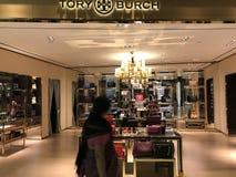 Banguecoque, Tailândia - 20 de dezembro de 2017: Mostra de Tory Burch Brand Boutique Fotografia de Stock