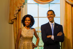 BANGUECOQUE, TAILÂNDIA - 19 DE DEZEMBRO: Um modelo de cera de Barack e de Michell fotografia de stock royalty free