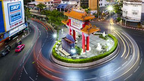 BANGUECOQUE, TAILÂNDIA - 8 DE FEVEREIRO DE 2017: Passagens do tráfego com o qui Imagens de Stock