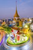 BANGUECOQUE, TAILÂNDIA - 8 DE FEVEREIRO DE 2017: Passagens do tráfego com o qui Fotos de Stock Royalty Free
