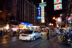 Banguecoque, Tailândia - 31 de janeiro de 2015: Os povos vêm à compra em Imagem de Stock Royalty Free
