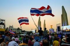 Banguecoque, Tailândia - 4 de janeiro de 2014: Protestadores antigovernamentais tailandeses Fotografia de Stock Royalty Free
