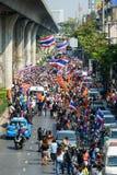Banguecoque, Tailândia - 20 de janeiro de 2014: Protestadores antigovernamentais tailandeses Fotografia de Stock