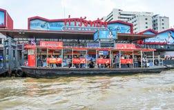 BANGUECOQUE, TAILÂNDIA 30 de junho de 2017, barco, serviço do transporte sobre Fotos de Stock Royalty Free