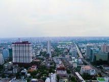 Banguecoque, Tailândia - 29 de junho de 2008: Panorama perto da estrada de Petchburi Fotos de Stock