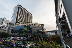 BANGUECOQUE, TAILÂNDIA - 12 DE MAIO DE 2016: Shopping de MBK fotografia de stock royalty free