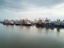 Banguecoque, Tailândia - 12 de maio de 2017: Tiro aéreo do porto de Banguecoque fotos de stock