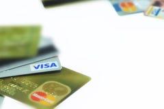 BANGUECOQUE TAILÂNDIA - 24 DE MARÇO: Cartão de crédito do close-up com tipo do logotipo do visto o 24 de março de 2016 em BANGUEC Imagem de Stock