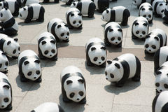 Banguecoque, Tailândia - 8 de março de 2016: acampamento de 1600 pandas de Mache do papel Fotos de Stock