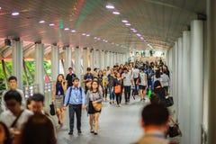 Banguecoque, Tailândia - 8 de março de 2017: Passageiros que trabalha em Satho Fotos de Stock Royalty Free