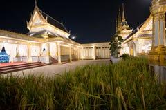 Banguecoque, Tailândia - 4 de novembro de 2017; arquitetura no crematório real para o rei Bhumibol Adulyadej fotos de stock royalty free
