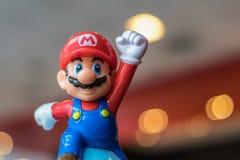 BANGUECOQUE, TAILÂNDIA - 26 DE NOVEMBRO DE 2016: Mario Plastic Toy de McDonald imagem de stock royalty free
