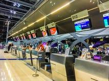 Banguecoque, Tailândia - 20 de novembro de 2015: Os passageiros chegam em Suva Imagens de Stock Royalty Free