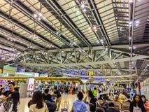 Banguecoque, Tailândia - 20 de novembro de 2015: Os passageiros chegam em Suva Foto de Stock