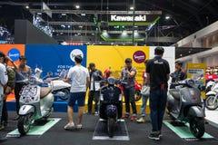 Banguecoque, Tailândia - 30 de novembro de 2018: Motocicleta e acessório do Vespa na EXPO internacional 2018 do MOTOR da expo 201 imagem de stock royalty free