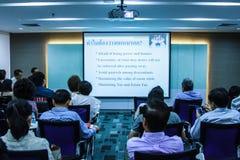 BANGUECOQUE TAILÂNDIA 29 DE NOVEMBRO: Seminário de Banguecoque Os povos tailandeses apreciam o seminário Fotografia de Stock Royalty Free