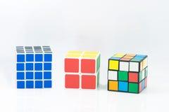 Banguecoque, Tailândia - 11 de novembro de 2017: Tipo do cubo três do ` s de Rubik mim Fotografia de Stock