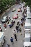 Banguecoque, Tailândia: 26 de setembro de 2016 - o usuário do carro do baixio obtém uma multidão instantânea em Ford Motor Compan Imagem de Stock Royalty Free