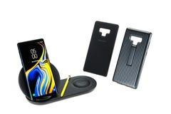 Banguecoque, Tailândia - 12 de setembro de 2018: Smartphone da nota 9 da galáxia de Samsung, estilete amarelo da S-pena com acess imagens de stock royalty free