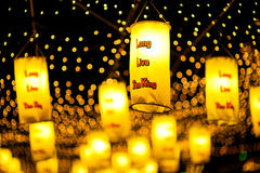 BANGUECOQUE, TAILÂNDIA - DEZEMBRO 27,2015: Colorido da lâmpada fastival Fotografia de Stock Royalty Free