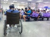 Banguecoque, Tailândia em maio de 2017: doutor da espera do paciente e do visitante fotos de stock