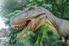 Banguecoque, Tailândia: Figura do dinossauro do 2 de janeiro de 2018 no planeta do dinossauro em um coração de Banguecoque Fotografia de Stock Royalty Free