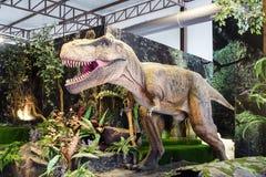 Banguecoque, Tailândia: Figura do dinossauro do 2 de janeiro de 2018 no planeta do dinossauro em um coração de Banguecoque Fotografia de Stock