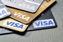 BANGUECOQUE, TAILÂNDIA - janeiro 28,2015: Cartões de crédito do visto no leathe Fotos de Stock