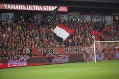 BANGUECOQUE TAILÂNDIA - MARÇO 15,2014: ultra fan de futebol do muangthong Imagens de Stock Royalty Free