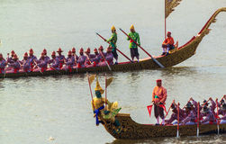 BANGUECOQUE, TAILÂNDIA - NOVEMBRO 6: Barca real tailandesa Foto de Stock Royalty Free