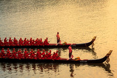 BANGUECOQUE, TAILÂNDIA - NOVEMBRO 6: Barca real tailandesa Imagens de Stock Royalty Free