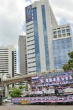 Banguecoque/Tailândia - 08 05 2013: O bloco amarelo das camisas e ocupa Lumphini Fotos de Stock Royalty Free
